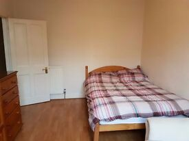 Large double bedroom to rent for £160 PW - Close to all transportation, sharing kitchen and setting