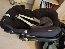Maxi Cosi Family Fix base and Maxi Cosi Pebble car seat