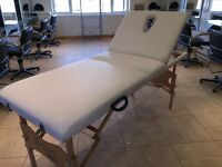 PORTABLE MASSAGE TABLE IN WHITE LEATHER