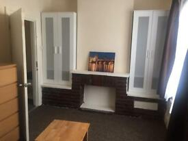 Room to rent in 3bedroom flat