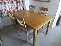 Beautiful Extending Oak Dining Table And 4 Chairs In Good Condition