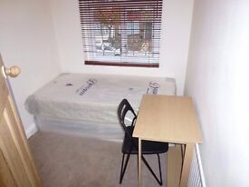Tidy and cosy room is available immediately! 15 min from Elephant & Castle!