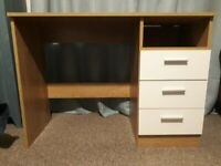 Compact desk - Perfect for a small home office