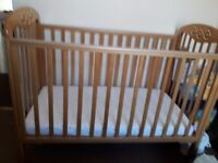 Roma cot and mattress in great condition