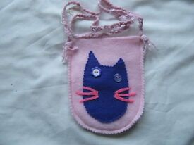 New girls pink shoulder bag in felt with cat face mofif in purple. xmas gift