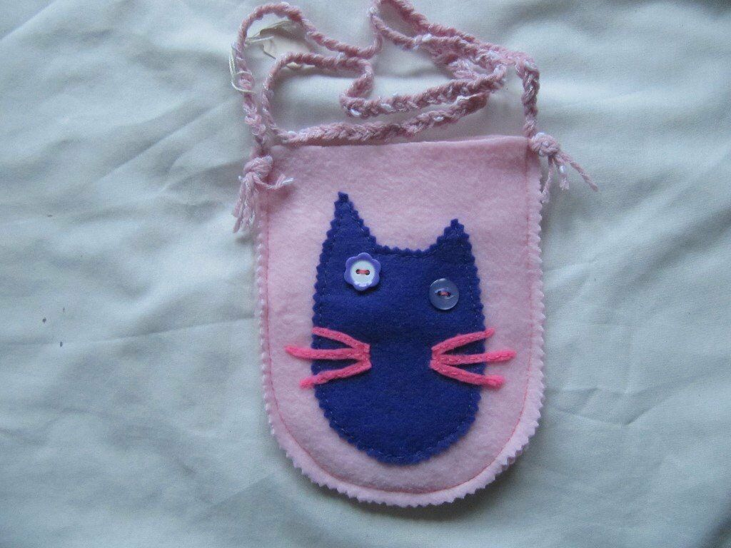 New girls pink shoulder bag in felt with cat face mofif in purple(price drop)