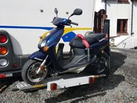 Easylifter Hydraulic lift Scooter / Motorcycle carrier rack Not trailer with 49cc Yamaha Neos scoote