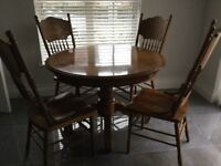 Beautiful Solid Oak Dining Table And 6 Chairs