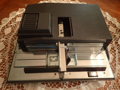 Vintage AIREQUIPT AutoStack 550 SLIDE PROJECTOR with REMOTE