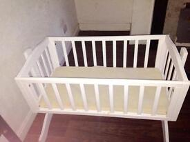Childs cot good condition clean and tidy hardly used