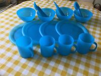 4place picnic set in carry bag.Sturdy and dishwasher proof