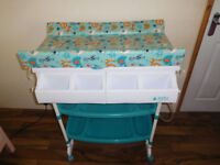 Baby Weavers changing table with bath tube + FREE play mat