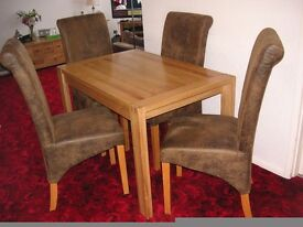 Solid Oak Dining Table a 4 Chairs (Extendable)