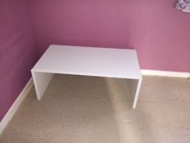 White hygena coffee table