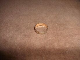 Gold ring - engraved gold band 9ct