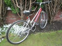 LADIES/GIRLS,APOLLO CROSSTRACK BIKE/CYCLE IT IS IN VERY GOOD CONDITION FRONT SUSPENSION, 28 INCH