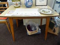 [SLC2/007] Amazing vintage 50s formica-topped kitchen table & period chair! W 91cm x B 58cm x H 74cm