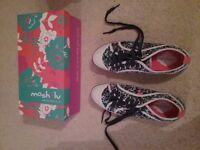 Moshulu Cuddly Toy 2 Navy Flora Pumps Size 40 WORN ONCE