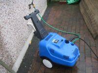 Industrial power washer with interpump