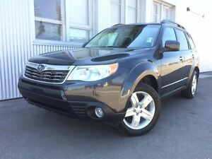 2010 Subaru Forester X Limited, AWD, LEATHER, PAN SUNROOF.