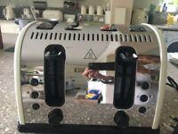 RUSSELL HOBBS 4 SLICE CREAM COLOURED TOASTER