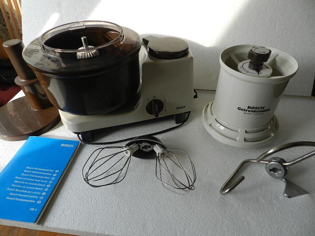 Bosch Küchenmaschine UM 3 mit Getreidemühle und Grundzubehör