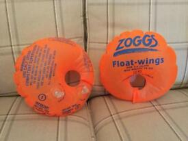 Zoggs Arm Bands/ Float Wings. For 2-4 Years/25KG Excellent condition.