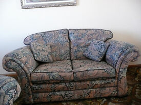 Settee Suite 2 x 2 x1 or sold separately, 4 scatter cushions Floral Print Upholstery