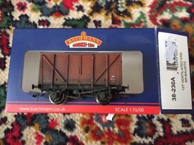 Bachmann weathered 12t ventilated van