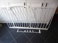 Dreambaby extra wide white stair gate (97 to 137cm)
