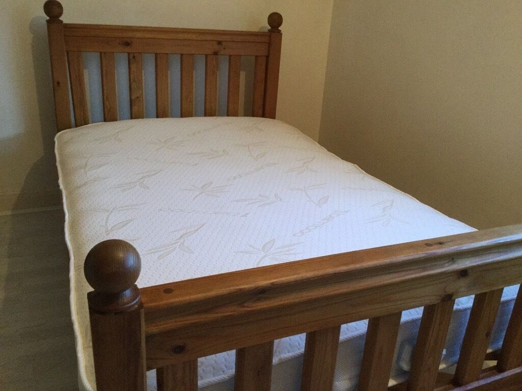 Small Double Bedroom Solid Pine Small Double Bed With Memory Foam Mattress In