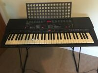 YAMAHA PSR -500 KEYBOARD AND STAND