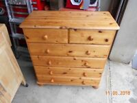 2 chests of drawers