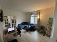 Super Top bright loft double en-suite room. 8 min hammersmith tube, 3 rooms available!