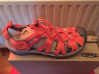 KEEN WOMEN'S UK7 HYBRIDLIFE SANDALS *NEW* **BARGAIN**