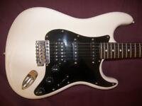 Fender Modern Player Stratocaster HSS / White & Black.