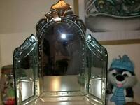 Dressing table mirror small crack as.shown in pic