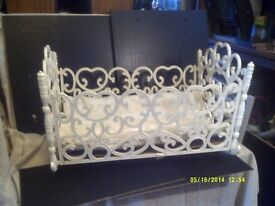 A PRETTY LITTLE ROCKING COT , CAN DISMANTLE FOR STORAGE +++++++++++++++