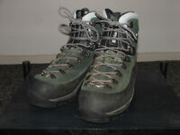 RAICHLE mens hiking boots. Size 8