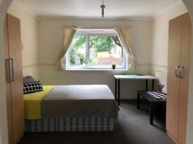 HUGE BRIGHT MASTERBEDROOM to rent in Bromley by Bow, 2min walk from station! BILLS INCLUDED!!