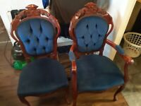 Varnished wooden dining table with 6 chairs