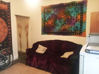 ROOM TO LET IN QUIET SHARED HOUSE - £300 INCLUDING BILLS - AYLESTONE LE2 - AVAILABLE NOW