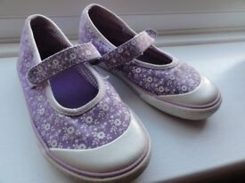 "Girls ""doodle"" canvas shoes from Clarks. size 9.5G (slim fit so more like a F)"