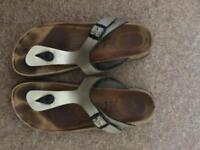 Birkenstock Gizeh sandals size 6