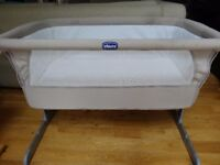 Chicco Next2Me Sleeping Crib in Dove Grey with fitted sheets