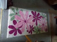 Lovely soft weighty rug in cream with flowers