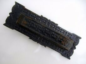VINTAGE DOOR KNOCKER LETTER BOX - CAST IRON - MADE BY RECo - USA