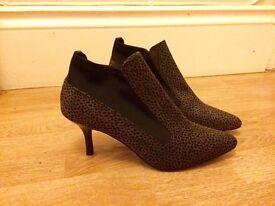 Ladies brown/black boots - Size 5