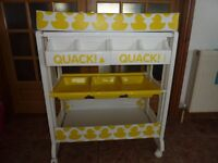 Cossato Easi Peasi changing station / unit / table with baby bath - Ducks in a row design.