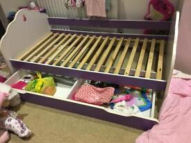 Single bed with sliding draw